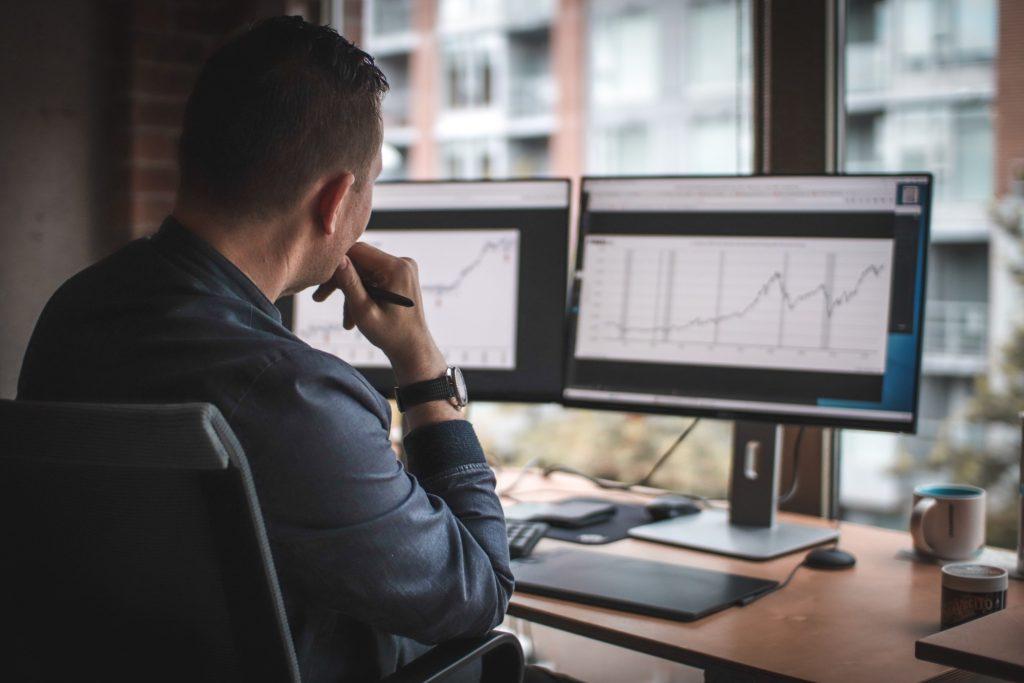 a-young-millennial-investor-reviews-a-stock-market